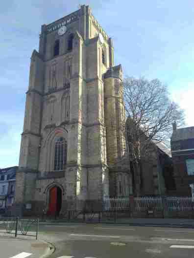 Eglise de Wormhout tour-porche coté ouest (entrée) et coté sud