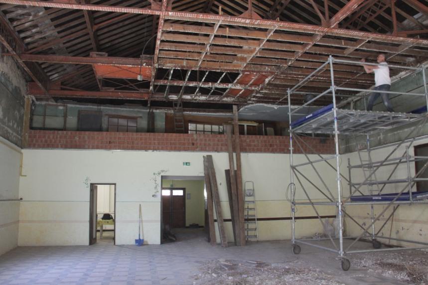 Salle paroissiale demontage plafond